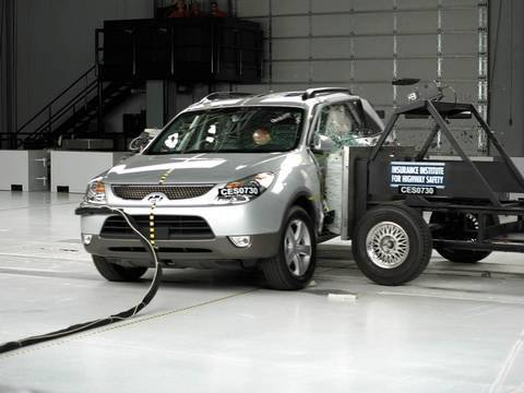 2007 Hyundai Veracruz side IIHS crash test