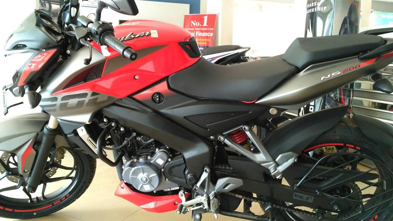 BAJAJ PULSAR NS 200 2017 MODEL, RED AND BLACK COLOR