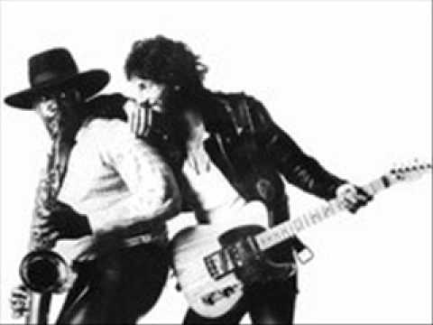 Bruce Springsteen - Tenth Avenue Freeze-Out.wmv