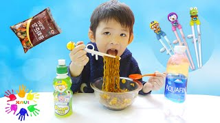Xavi ABCKids pretend play with cooking noodles - Pretend Play English