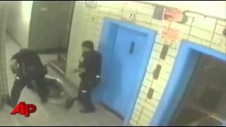 POLICÍAS DE MIERDA..