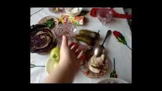 салат из краснокачанной капусты с солеными огурцами и яблоками
