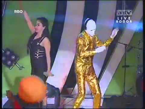 ▶ Dewi Persik   Buka Dikit Joss Pesta FIFA World Cup   ANTV   YouTube