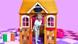 Cinque Bambini giocano con casette per bambini   Five Kids