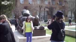 Иран у ереванской голой бабы(Самое интересное о нас тут http://erevanlive.wordpress.com/ Скульптура известного колумбийского художника Фернандо Ботер..., 2013-05-23T14:49:50.000Z)