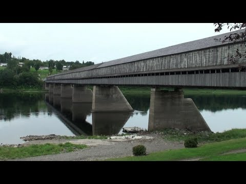 the-longest-covered-bridge-in-the-world-(hartland---canada)
