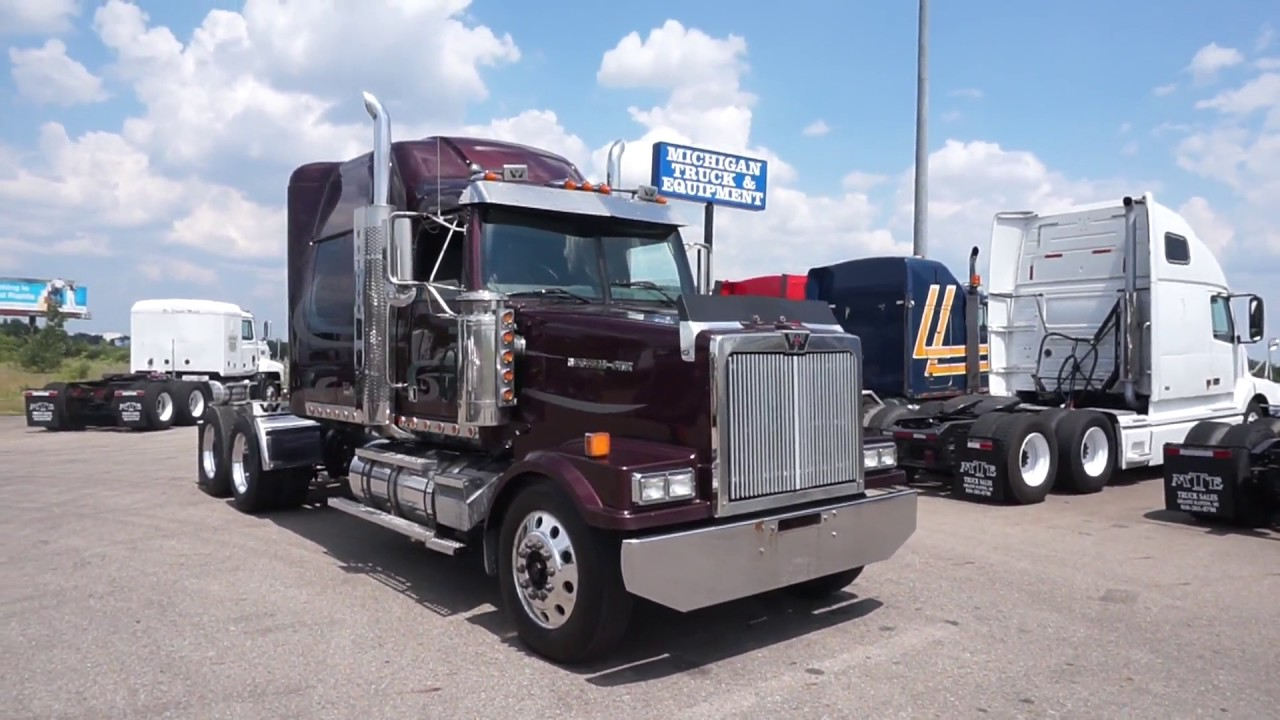 2005 WESTERN STAR 4900FA For Sale