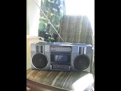Hitachi FM/AM Stereo Radio Cassette TRK-6820H Boombox Ghettoblaster 002