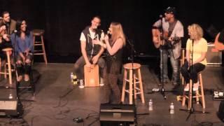 Lauren Alaina sings medley of artist