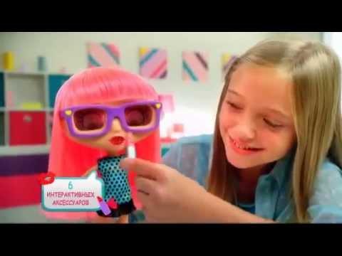 Кукла с розовыми волосами