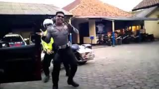 Video Polisi Sambalado Tarik Mank :D download MP3, 3GP, MP4, WEBM, AVI, FLV September 2017