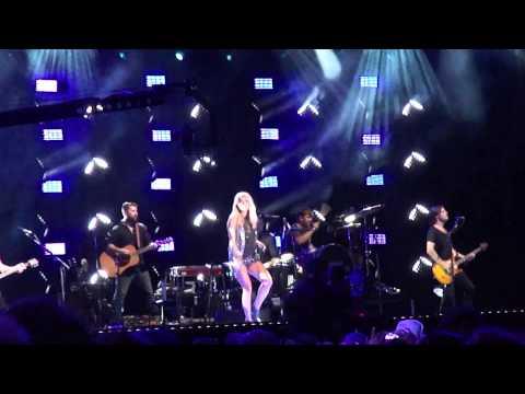 Carrie Underwood,
