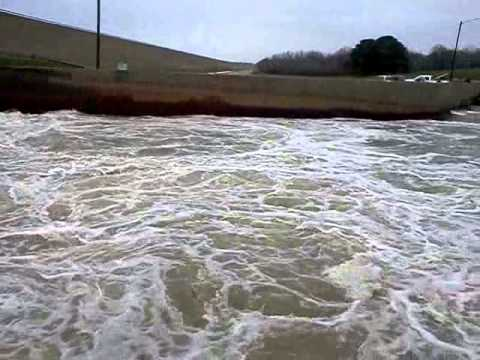 Wright patman lake dam youtube for Texas parks and wildlife fishing report