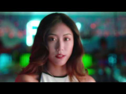FLUX - 宅男的戀愛日常 ft. J-Ro 蕭百岳 (Official Video)