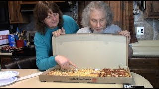 Eating Pizza Hut's Big Dinner Box