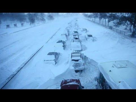 Казахстан бьется со снежным апокалипсисом. Режим ЧС в Нурсултане. Дороги парализованы