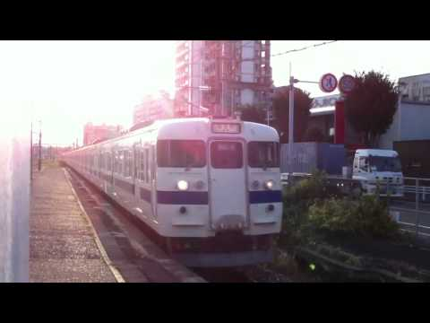 朝の415系快速12両編成(3123M) 九州工大前駅を通過