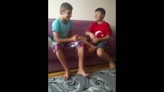 Cocukların Tokat Oyunu - Sizde Deneyin :)