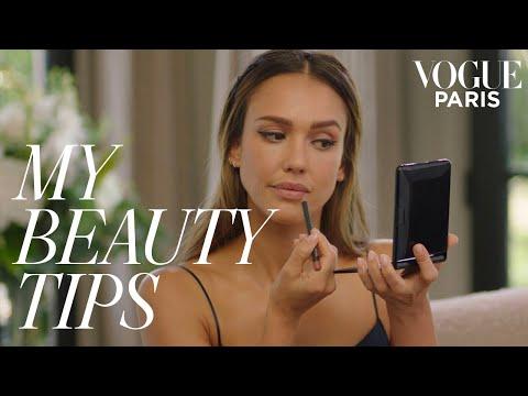 Jessica Alba's five-minute graphic eyeliner look | My Beauty Tips | Vogue Paris