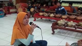 Yen Ing Tawang Ana Lintang, by Dinda Sanggar Dwija Laras SMPN 6 Kediri