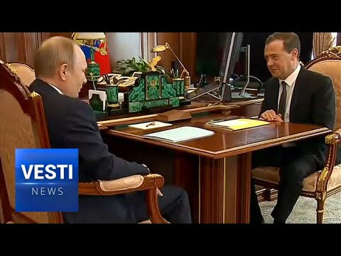 """Economy is Top Priority, Putin Entrusts Medvedev With """"Yellow Folder"""" of Drastic Reforms"""