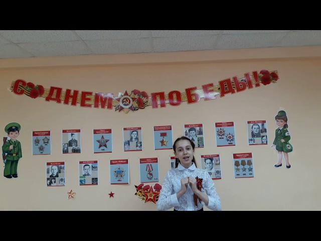 Изображение предпросмотра прочтения – ИринаДонева читает произведение «Майор привез мальчишку на лафете» К.М.Симонова