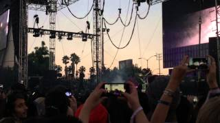 Скачать Flume Brought Out Andrew Wyatt To Perform New Single Some Minds FYFFEST