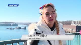 видео В Запорожье прошли символичные флешмобы