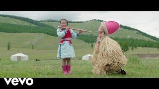 Смотреть клип Petite Meller - The Flute