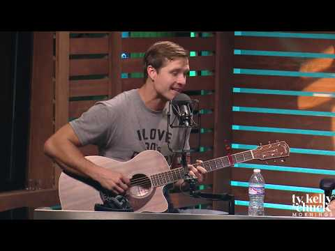 """Walker Hayes Shares UNRELEASED Verse to """"90's Country"""" That Didn't Make the Cut - Ty, Kelly & Chuck"""