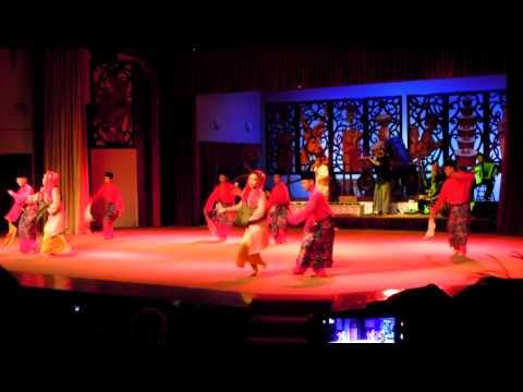 Borneo folk dancing