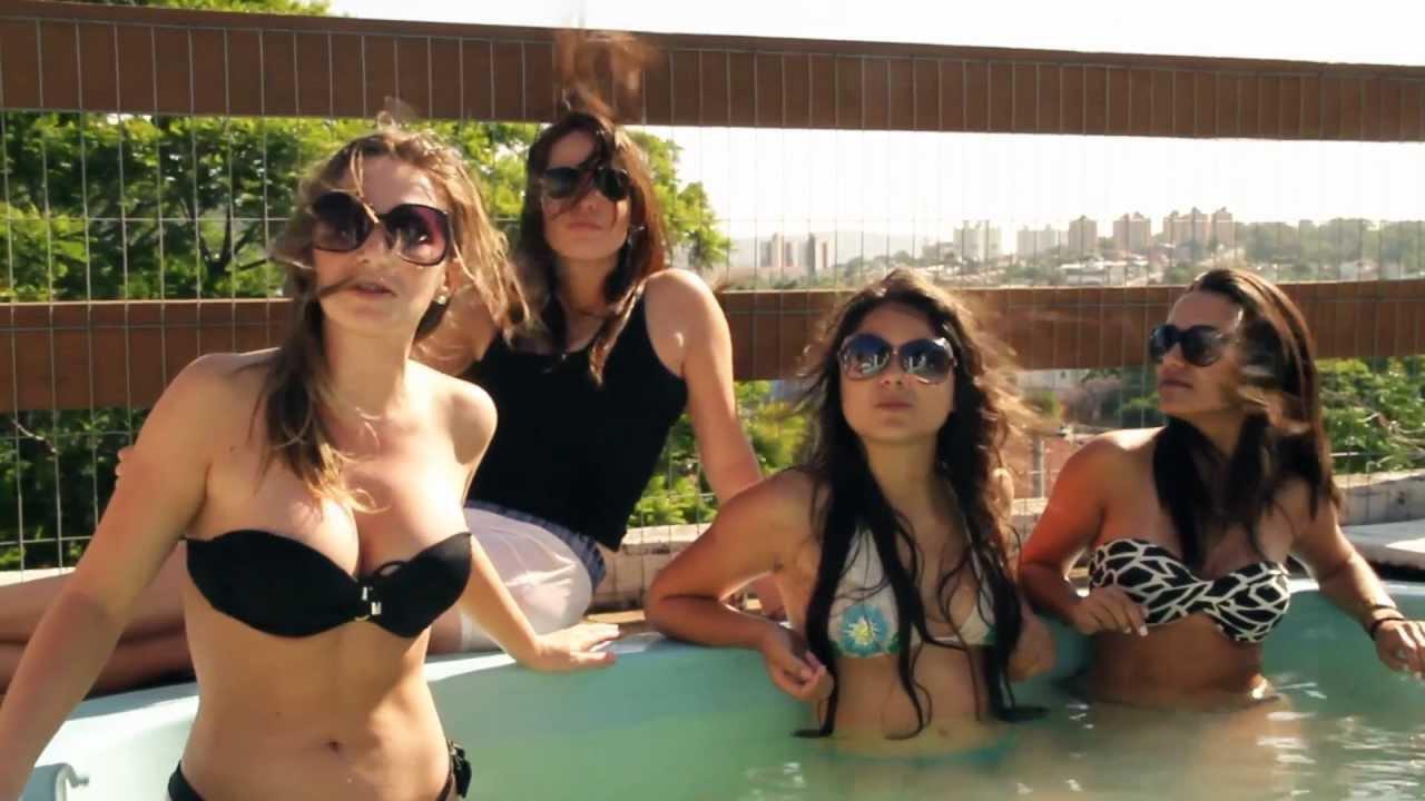 Gostosas na piscina