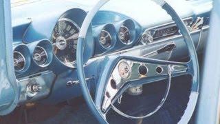 Три на дереві 1959 Шевроле Імпала швидкість 3 керівництво по стовпцю