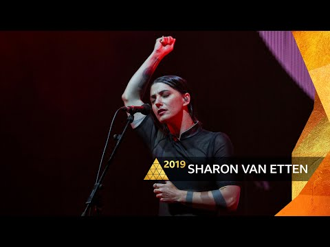 Sharon Van Etten - Seventeen (Glastonbury 2019)