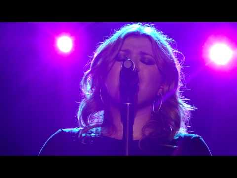 Kelly Clarkson - Tonight I Wanna Cry - Perth - 22nd April 2010
