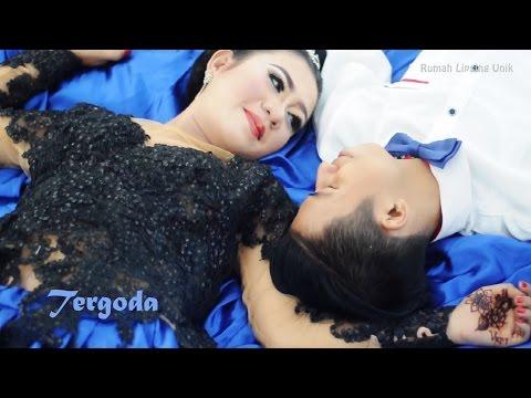 Rita Sugiarto Tergoda - New Song 2017 by Via & Dicky Official Video Lipsing