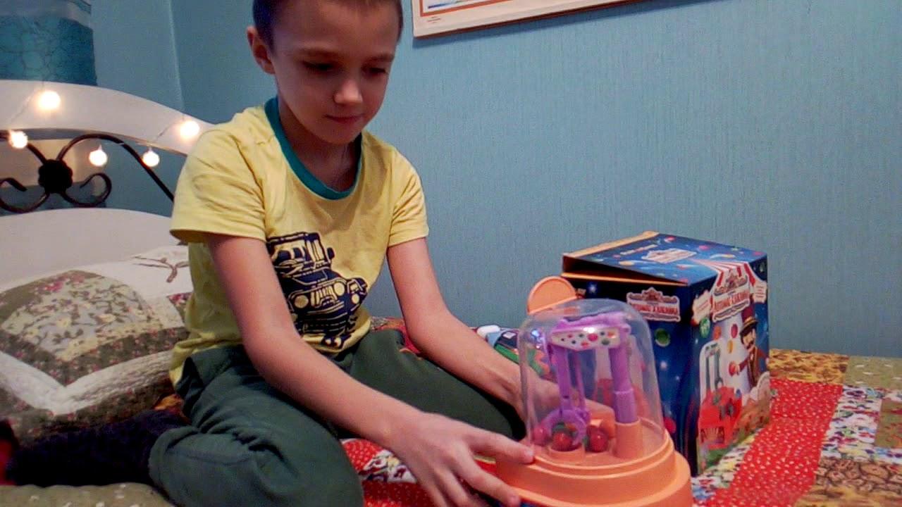 Распаковка игрушечного игрового автомата. Веселые покупки. Покупки игрушек