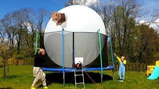 ЧТО БУДЕТ ? Большой Надувной ШАР Giant balloon надуваем в Батуте Видео развлечения для детей