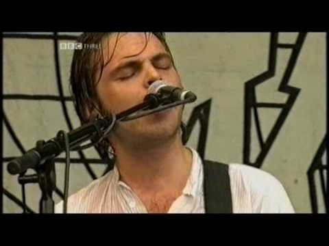 Supergrass -  Pumping On Your Stereo - Glastonbury 2004