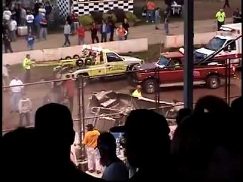 CRASH AT THE SHAWANO SPEEDWAY JUNE 2  2007!!!