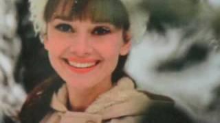 Repeat youtube video Audrey Hepburn - Moon River