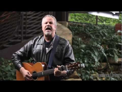 """Robert Earl Keen Performs """"The Front Porch Song"""" 