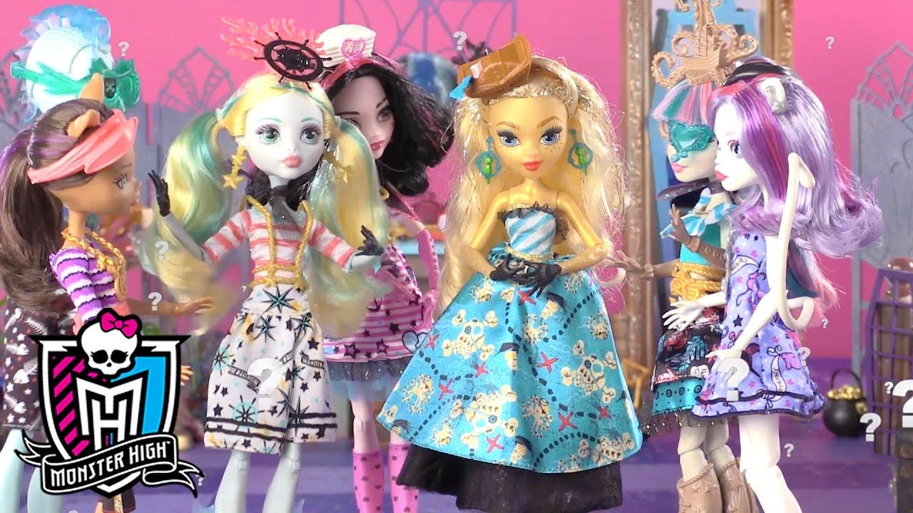 Finding an Outfit that Makes a Splash: Shriek Wrecked Part 2   Monster High