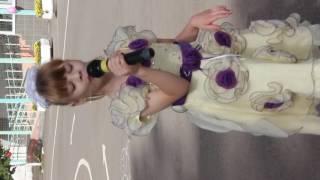 Праздник Воздушных шаров в ДДИ Кольчугино (выступает девочка)
