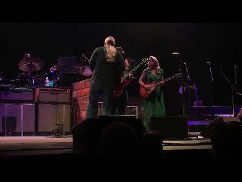 The Sky is Crying feat. Marcus King // Tedeschi Trucks Band