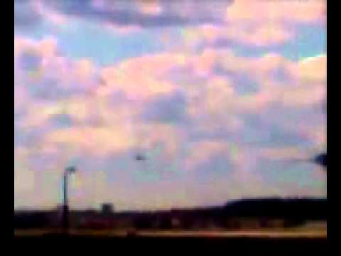 REAL UFO SIGHTING AT O'HARE AIRPORT TAKEN ON CELL PHONE NOV 7, 2006.