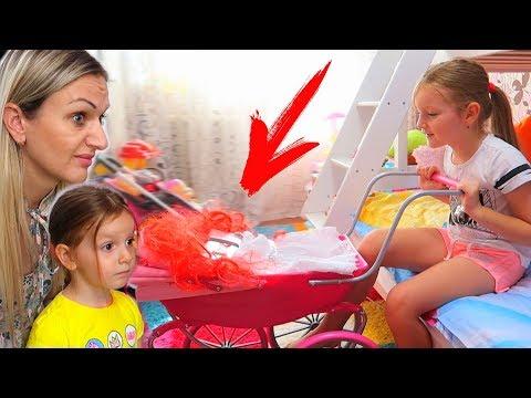 Mama a PEDEPSIT-O! Sofia a Devenit DEPENDENTA de BUTON! Aventuri cu Sofia si Sara for Kids
