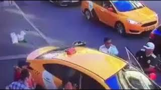 В центре Москвы Таксист сбил 8 иностранцев!