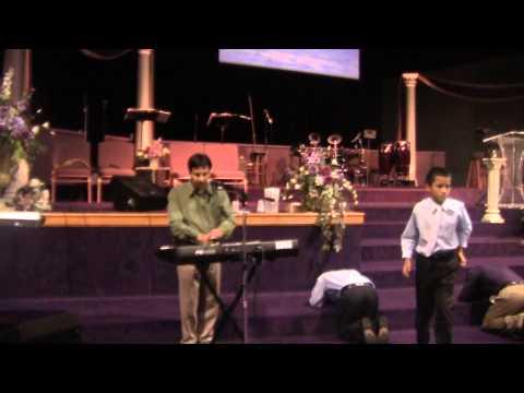 Ramon Reyes Tocando En La Iglesia Jesucristo Es El Poder En Ny 011