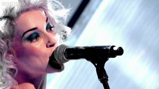 Repeat youtube video St. Vincent performs